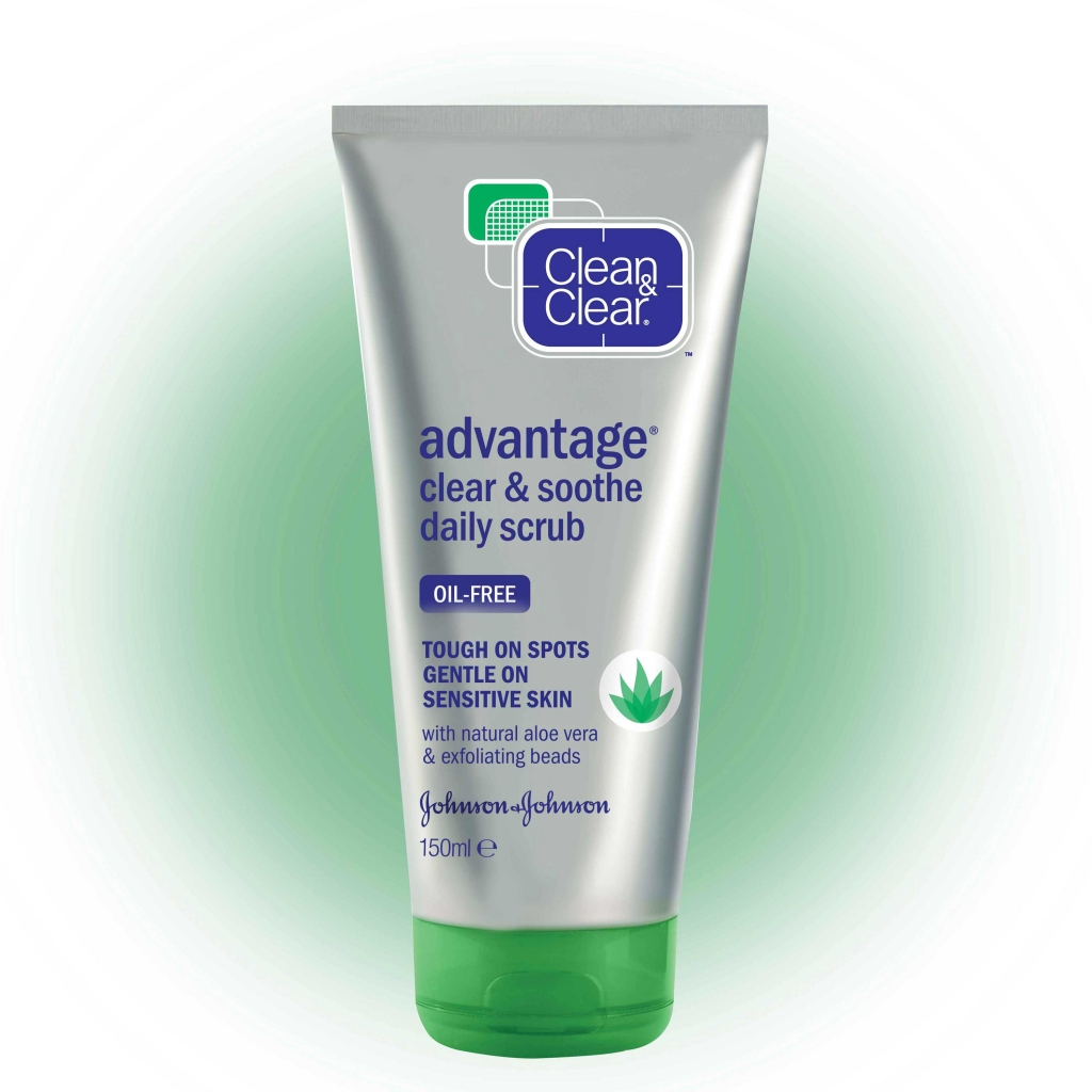 CLEAN & CLEAR® Advantage Clear & Soothe Daily Scrub